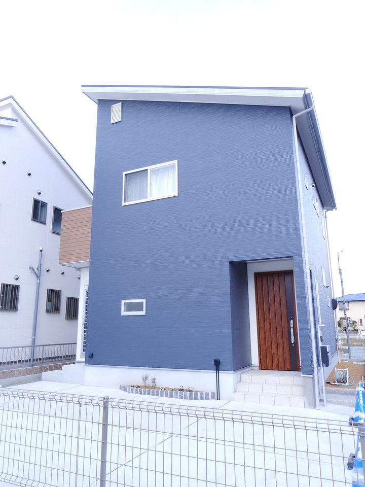 大和八木駅まで徒歩13分の便利な立地。 小学校へは徒歩5分、中学校は徒歩9分と近いので お子様の通学は大変安心です。
