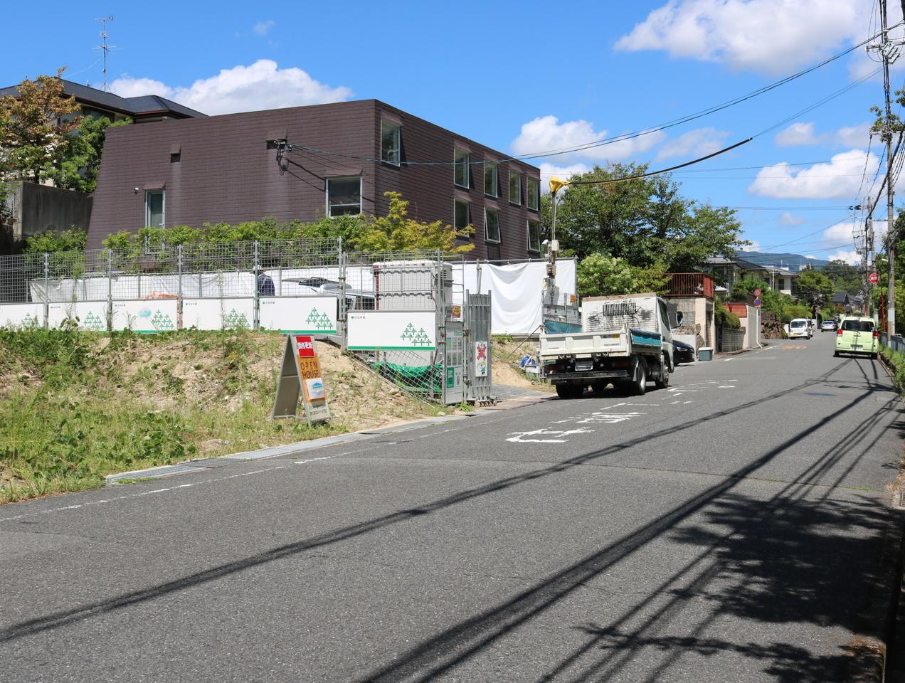 前面道路南側から撮影 風格のある住宅地。