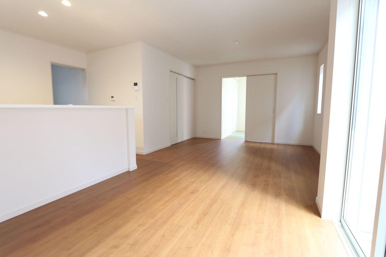 和室と合わせて21.75帖の大きな空間です。 お客様が大勢いらしても、ゆったりおくつろぎ頂けます。
