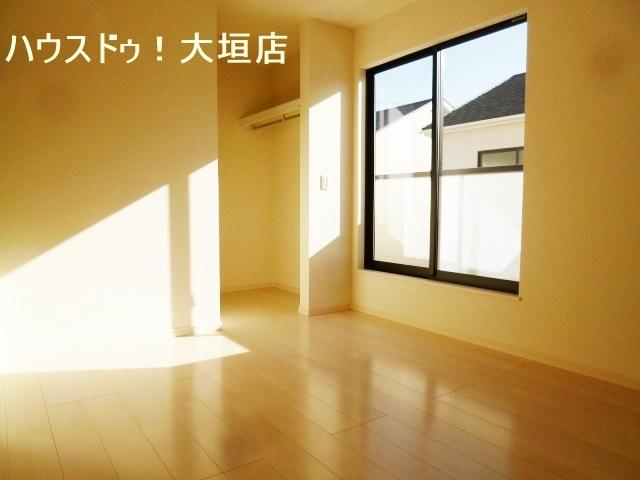 家族一人ひとりの収納場所を確保。お部屋もお家も片付きますね。