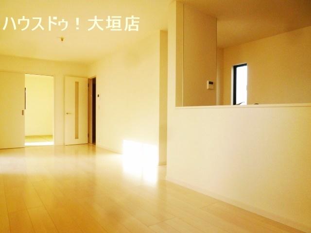 隣接する和室と合わせると21帖。ゆとりの空間が誕生します。