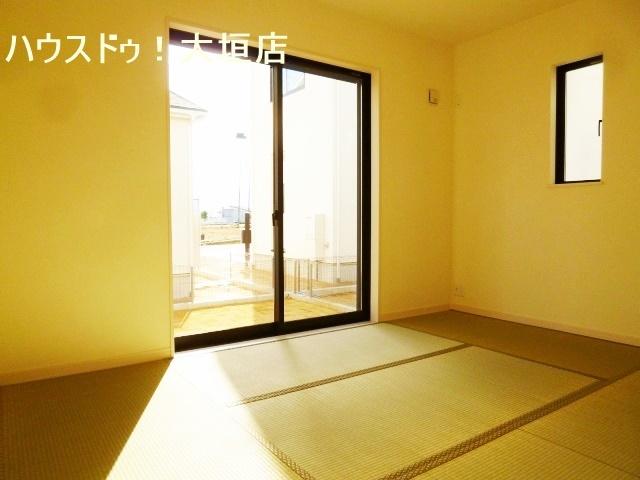 陽当たりの良い和室。寝室や客間など多用途にお使い頂けます。