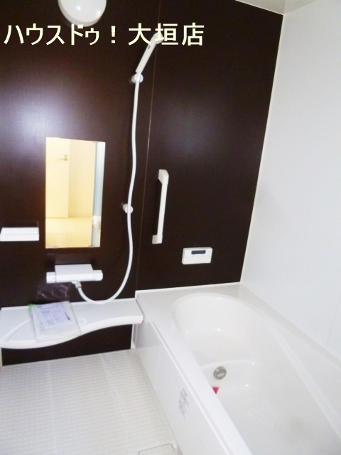 落ち着く浴室で一日の疲れも一気に落としましょう。