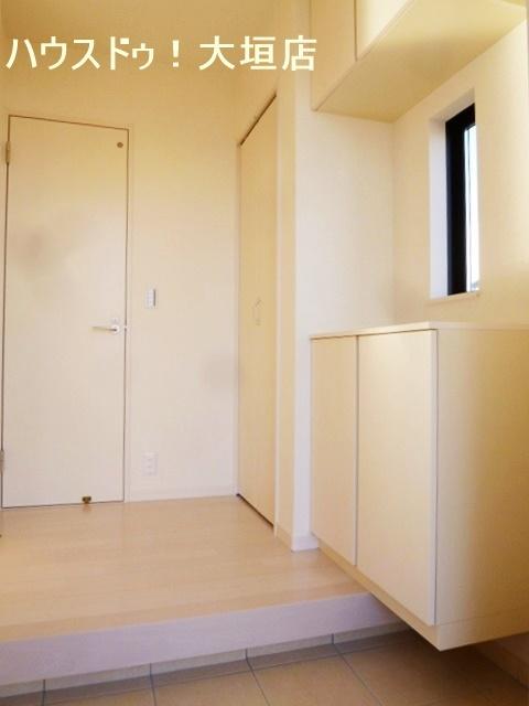 収納豊富な玄関まわり。玄関のゴチャゴチャを解消します。