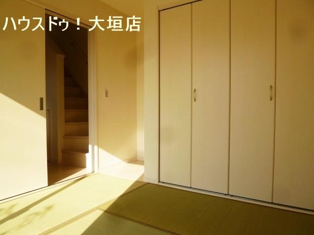 玄関横、独立型和室には、大きな収納があり便利です。