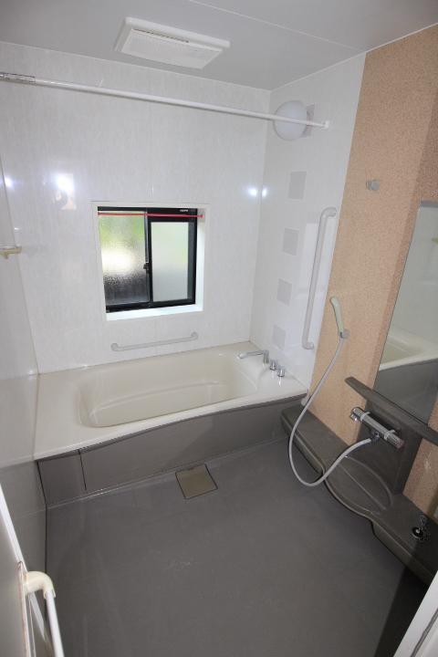 1.25坪の広々バス♪洗い場が広い! 浴室乾燥機付です。