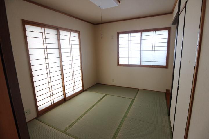 1階の独立した和室。客間としても、同居するご家族のお部屋として。
