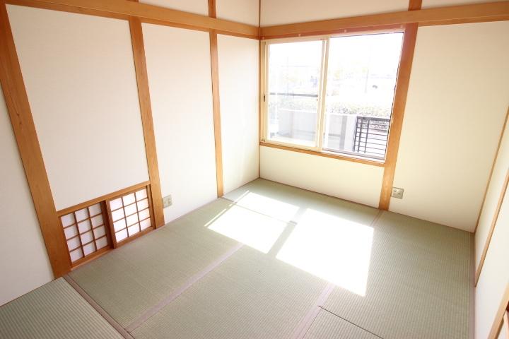 6帖和室 すぐ横になれる和室は、みんながほっと一息つける空間