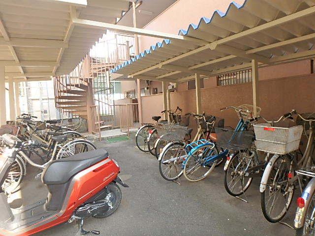 駐輪場・バイク置場 屋根があり雨の日も安心です。