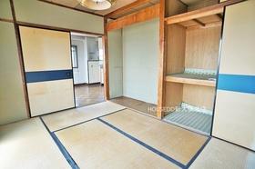 6帖の和室部分。 収納スペースもバッチリです♪