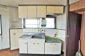 キッチンにも窓がございます♪  ☆中古マンション購入+リフォーム費用もまとめてお見積り! ☆当社リフォーム事業部がお客様のご希望の素敵なお部屋を作ります!