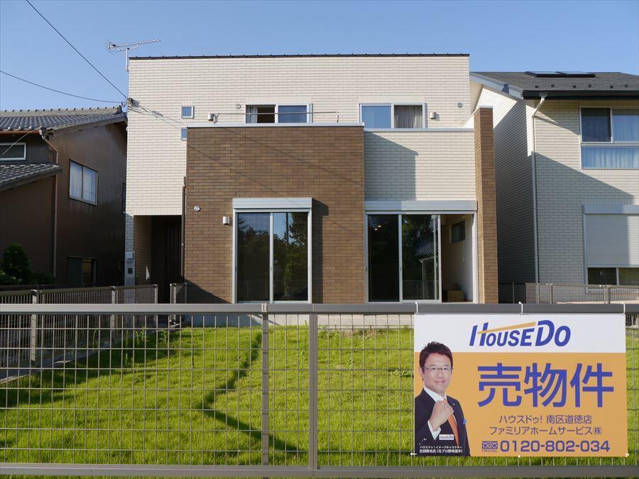 【外観写真】 綺麗な青空と庭の緑がよく映える外観。。築6年の内外観共に綺麗で魅力の詰まった戸建てが稲沢市氷室町に登場です!!
