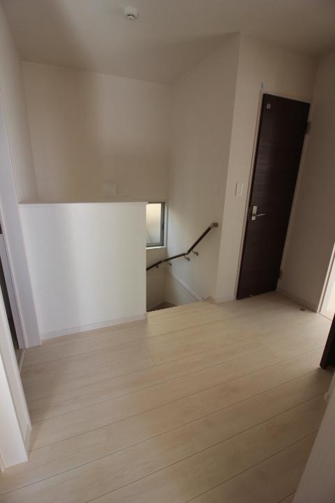 踊り場 階段の踊り場にも納戸や収納があります。 暮らしやすさの工夫が盛りだくさん
