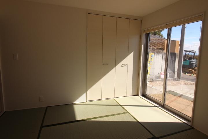 和室 リビングに隣接する和室は、キッズスペースや、客間にも最適。