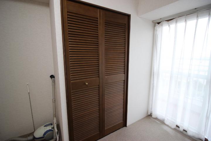 整理整頓に便利なクローゼットつきのためマルチな空間として使用していただける洋室です。