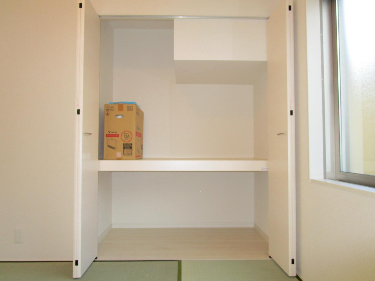 和室には押入れがあり、すっきりとした和室でくつろげます