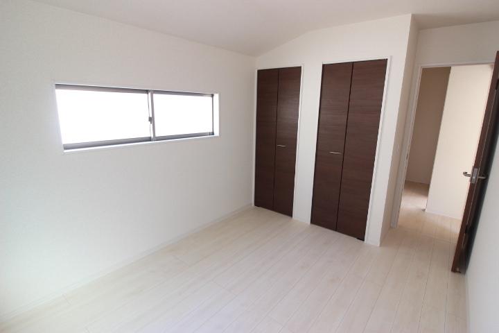 2階 6畳洋室 整理整頓に便利なクローゼットが備わった使い勝手の良い居室です