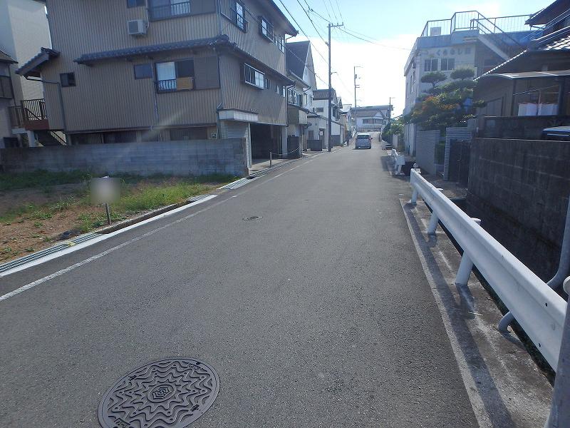 前面道路(東から撮影)
