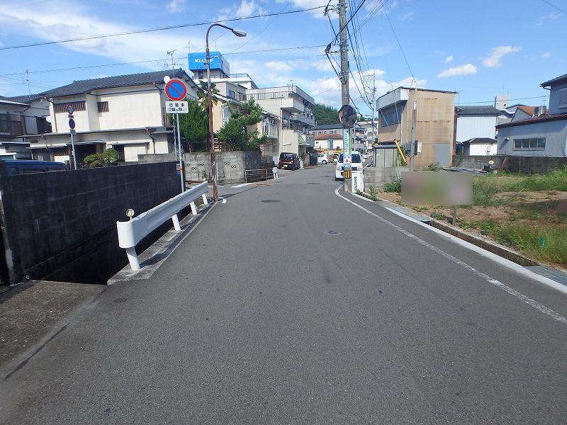 前面道路(西から撮影)