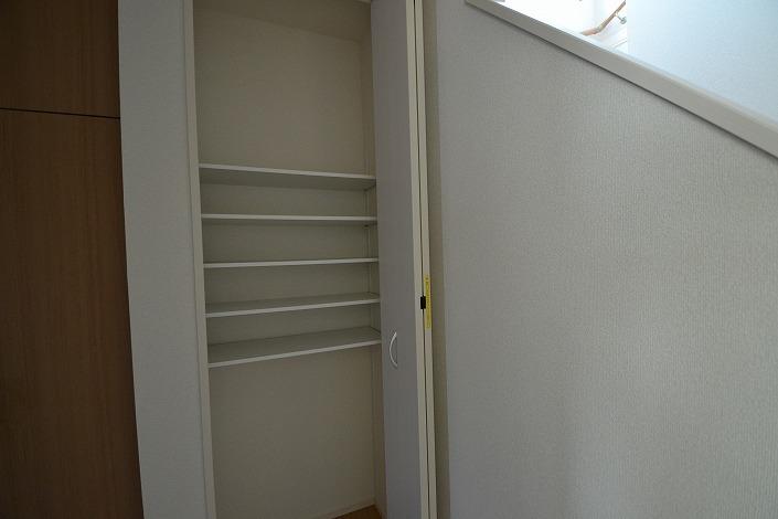 玄関横収納棚