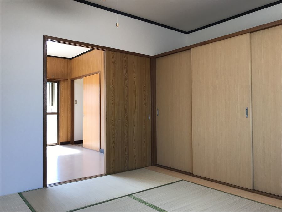 2階6帖の和室には収納完備!畳のいい香りで気持ちよく眠れますね。