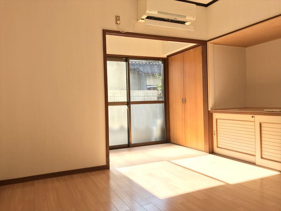 南面にある洋室には暖かい光が入ります。ポカポカして気持ちよくお昼寝できそうですね。