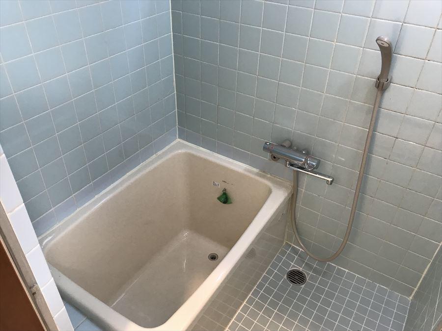 1日の疲れを癒してくれる浴室には小窓も付いていますので、湿気を逃がして清潔感のある浴室が保てます。