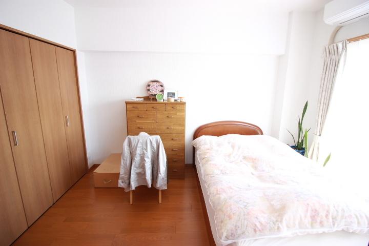 クローゼット付きの6畳洋室