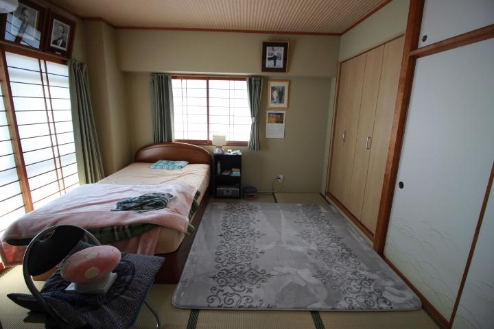 床の間と押入れを備えた和室です