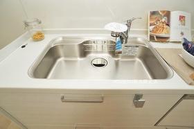 いつでもおいしく綺麗なお水をお飲みいただけるよう、浄水器を兼ね備えております。