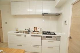 収納スペース豊富なシステムキッチン♪ 新調済で毎日のお料理も楽しくなりそうですね♪