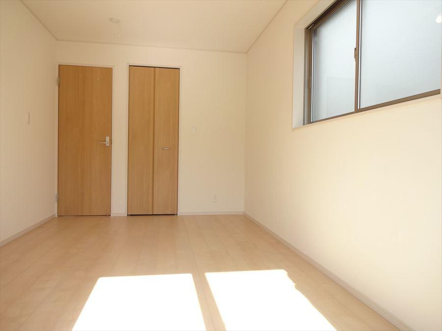 明るく一番広い7帖の洋室は寝室にもお子様のお部屋にも◎居心地の良いお部屋です♪