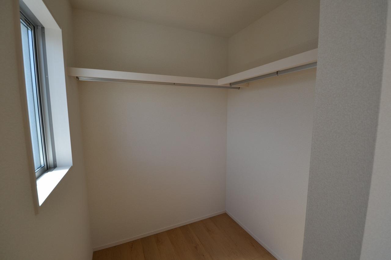主寝室約7帖の間仕切り型ウォークインクロゼット
