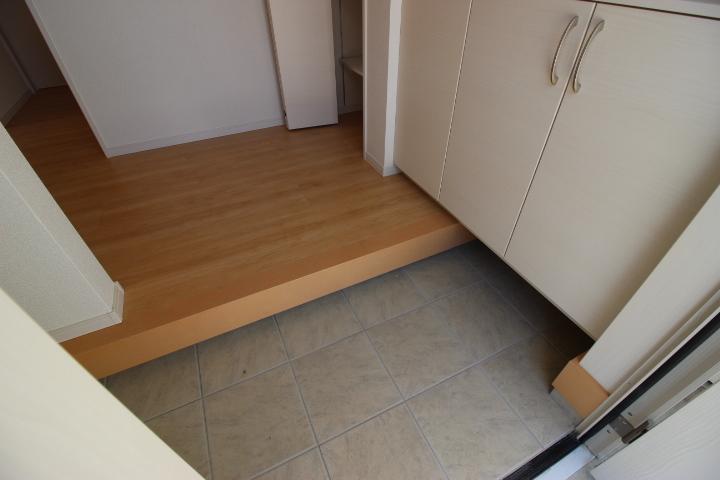 シューズインクローゼットが備えられた玄関は家族の靴を収納できるのですっきりとします
