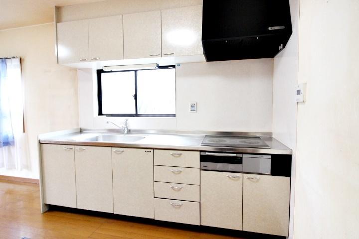 落ち着いた雰囲気のキッチンですね。