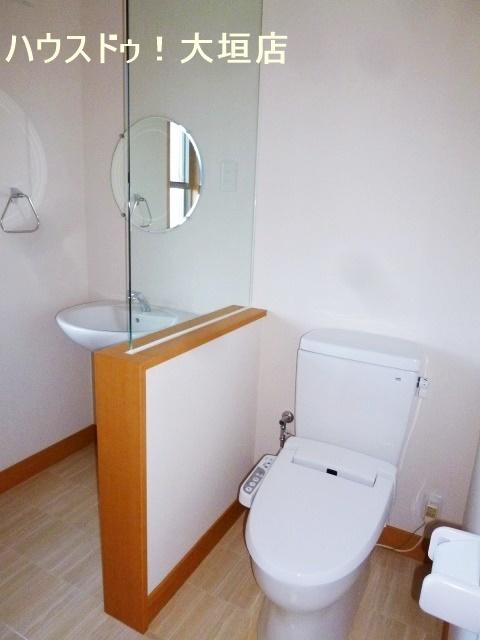 2階トイレ。洗面も設置されて便利ですね。