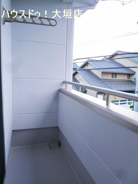 主寝室から出入り可能なバルコニー。洗濯物をウォークインクローゼットへ直接収納。