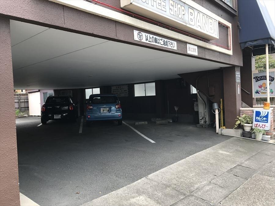 駐車5台可能です!雨が降っていても乗り降りの際に雨に濡れる心配がありません!