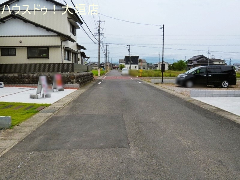 生津小学校まで徒歩5分(約400m)と通学に安心な立地です。