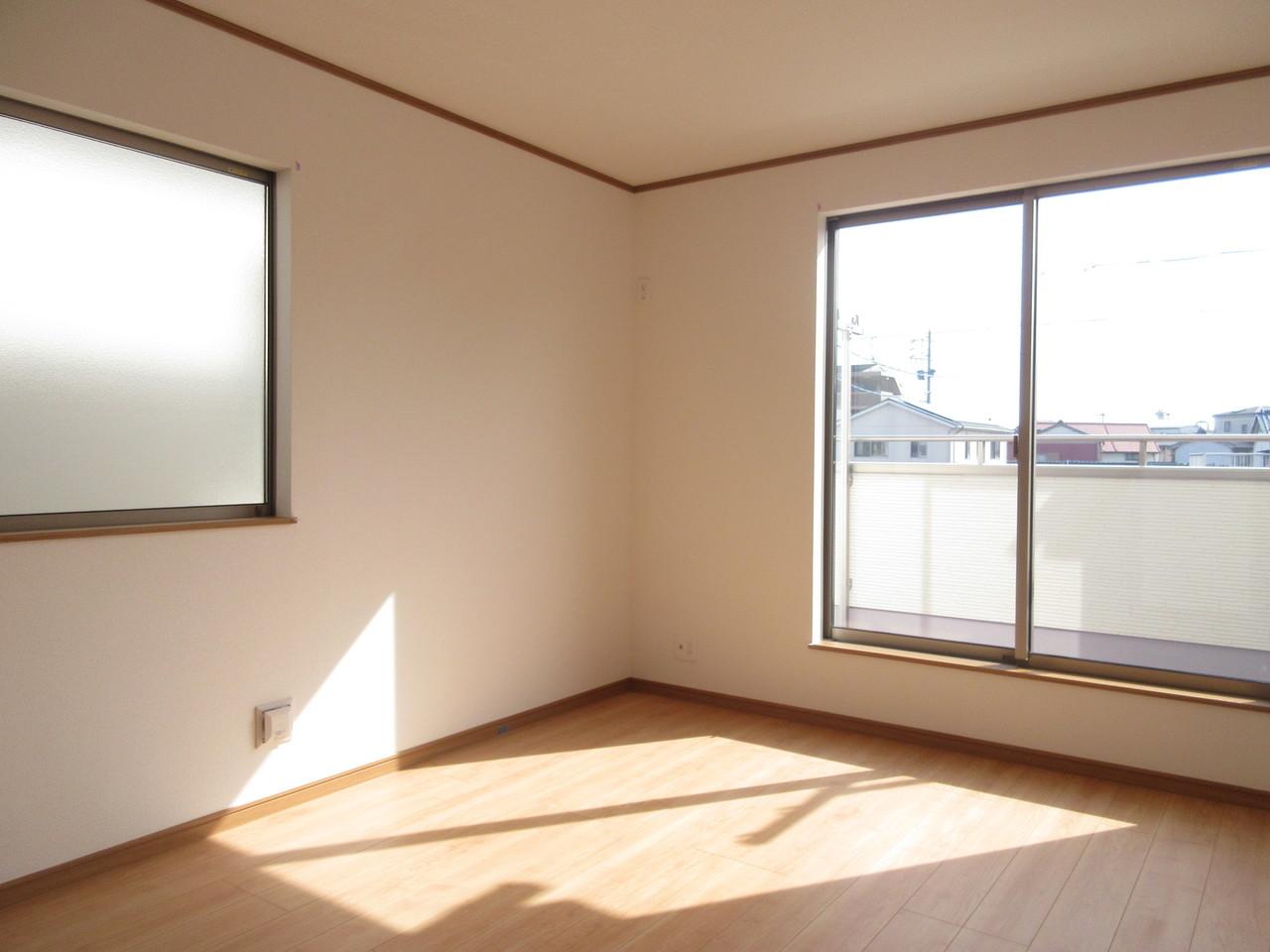 2階には洋室が3部屋。ご家族の時間と個々の時間、どちらも楽しめる間取りです◎