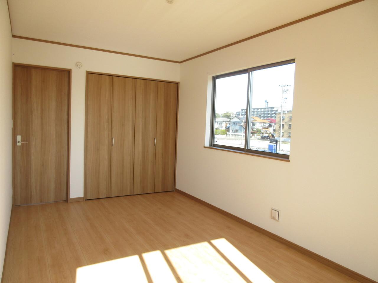 2階は洋室が4部屋ございますので様々な用途でお使いいただけます。主寝室、お子さま部屋、趣味部屋など何に使おうか考えるのも楽しいですよね(^^)