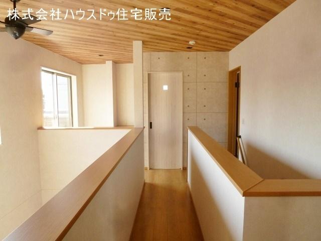 陽当たりの良い2階廊下は家族のフリースペースとしてもお使い頂けます。