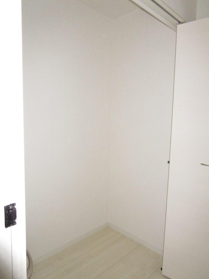 1階廊下収納でよく使う掃除機などもさっと取り出せます