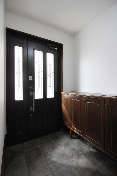 広々、親子ドアの玄関