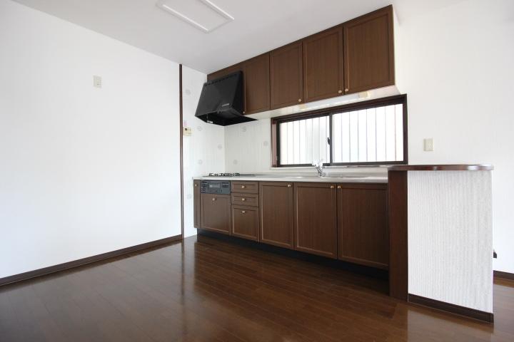窓付きのキッチンは、安定した明るさも得られ換気面もGOOD