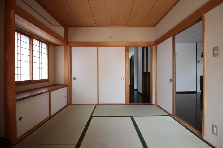 1階 広縁や床の間もある和室6畳