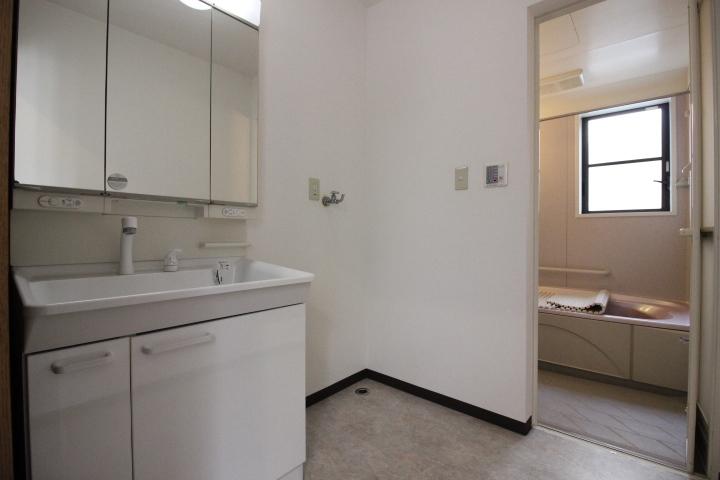 浴室・洗面室も1階2階にあります。