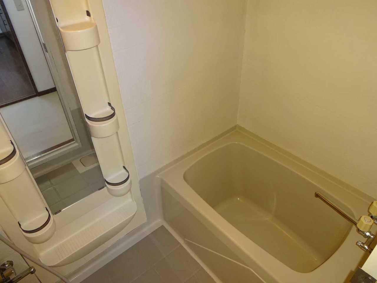 千歳市長都駅前の中古リフォーム住宅です。バスルーム。