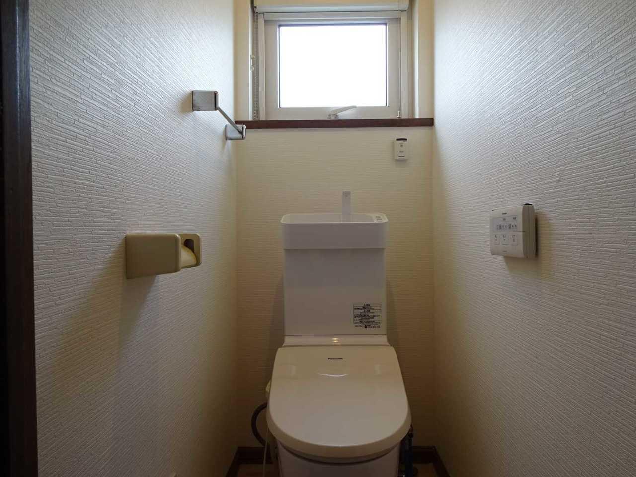 千歳市長都駅前の中古リフォーム住宅です。温水洗浄便座です。