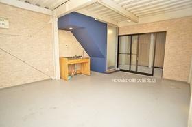 1階部分広々しています♪ 車庫としても、リビングとしても、店舗としても、ドッグランとしても使い方は様々です。